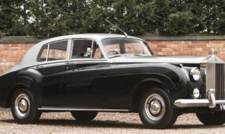 A 60 milhas por hora o barulho mais alto do novo Rolls-Royce vem do relógio elétrico.